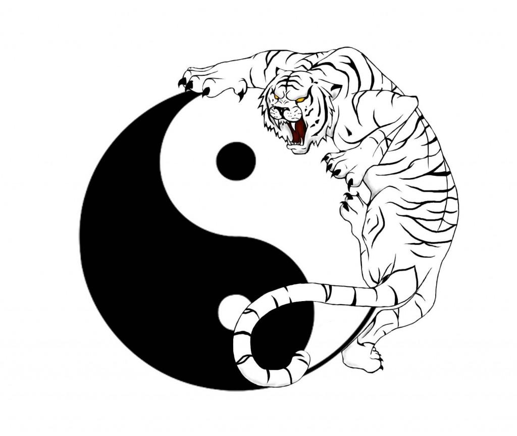 tatouage dos femme yin yang